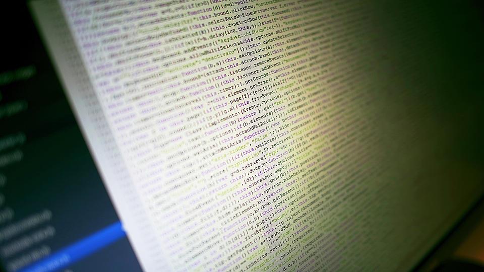 Programmcode an einem Bildschirm.