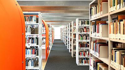 Die Bibliothek einer Universität.