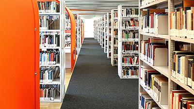 Eine Bibliothek einer Hochschule.