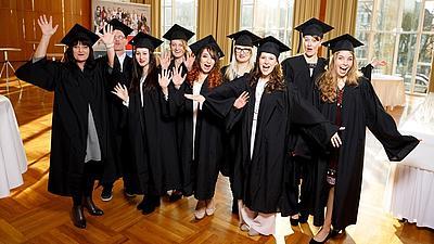 Studenten erhalten Ihren Abschluss