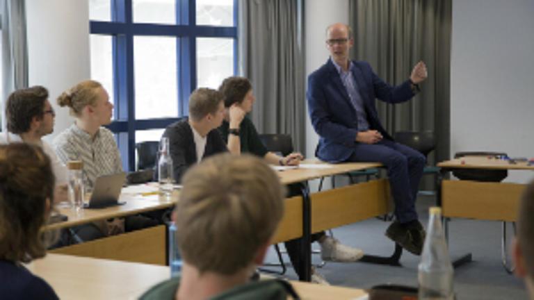 Studierende in einer Vorlesung.