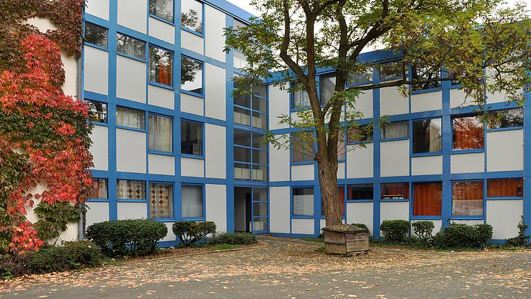 Zu sehen ist ein Studierendenwohnheim von außen.