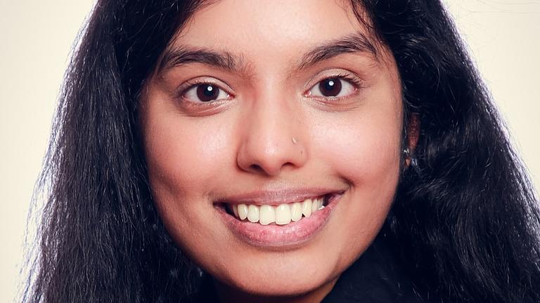 Ein Porträt-Foto von Kirthiga K.