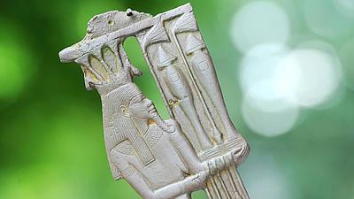 Detailaufnahme einer Replik der Nil-Gottheit Hapi