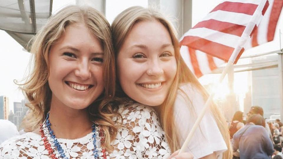 Zwei lachende Frauen