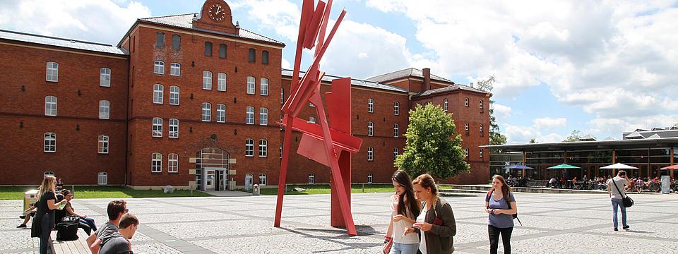 Gebäude der Hochschule Ansbach von vorn