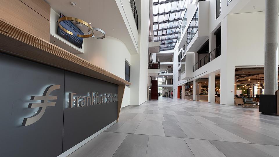 Empfangshalle der Frankfurt School of Finance und Management