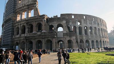 Zu sehen ist das Colosseum in Rom. Italien ist ein mögliches Ziel für Auslandsstudierende.