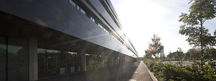 Aussenansicht des Campus der Hochschule Neu-Ulm.
