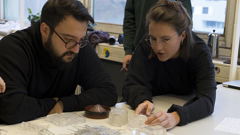 Ein Foto von Prof. Fahim Mohammadi und Lilly Wellner