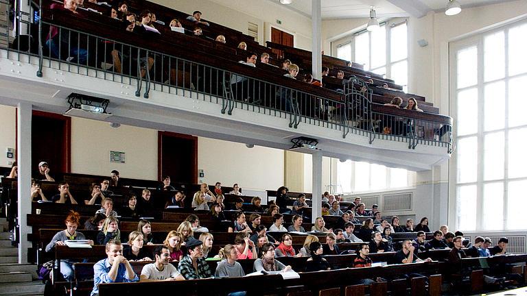Studierende in einem Vorlesungssaal der HU Berlin.